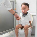 دلایل یبوست در کودکان و نحوه درمان سریع آن