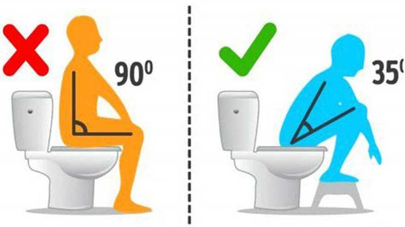 نشستن روی توالت